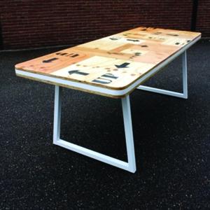 studio hamerhaai tafel hout verpakking upcycling